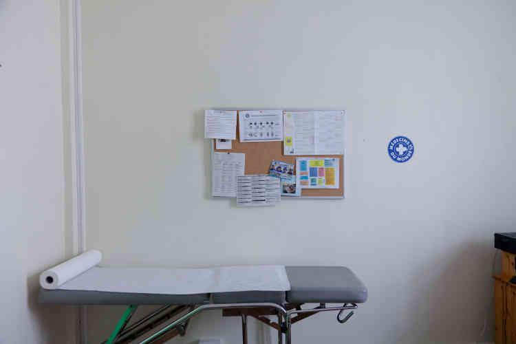 Les bénévoles de Médecins du monde, qu'ils soient étudiants ou professionnels en poste, sont amenés à aider les mineurs selon leurs compétences : médecine généraliste, accompagnement thérapeutique, interprétariat, etc.