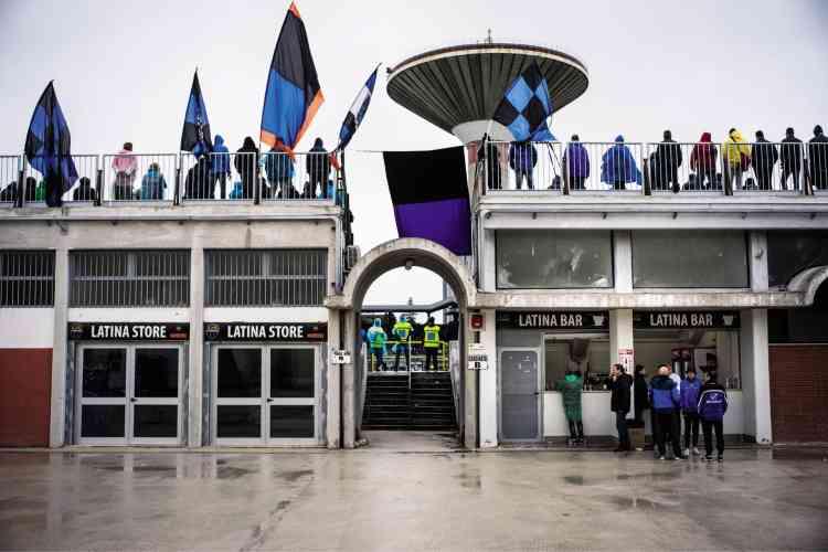 Les supporteurs du club de football local, l'US Latina Calcio, dans le quartier populaire de Trieste.