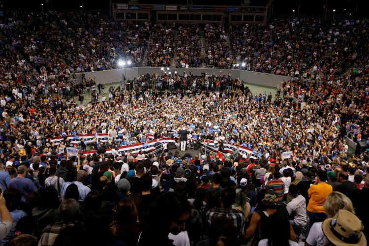 Le candidat démocrate s'adresse à une large foule de supporteurs à Carson, en Californie, le 17mai.