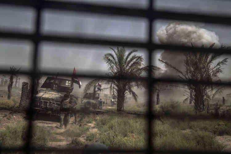 Après la perte de deux chars – un Abrams américain et un T-72 russe –, jusqu'à dix frappes quotidiennes peuvent être demandées. Les avions lâchent parfois leurs bombes à seulement une centaine de mètres des troupes, sur les maisons où des snipers sont embusqués.