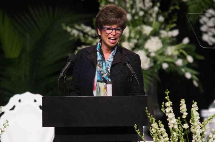 Valerie Jarrett, une conseillère de Barack Obama – retenu à Washington par la remise de diplôme de fin de lycée de sa fille aînée – a lu une lettre du président et de sa femme : « Mohamed Ali était l'Amérique. Mohamed Ali sera toujours l'Amérique. »