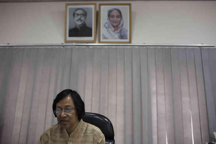 Muhammad Mizanuddin, le vice-président de l'université, a reçu des menaces de mort. Mais elles ne l'inquiètent pas : « Ils ne s'attaqueront pas à moi car la police emploierait les grands moyens.»