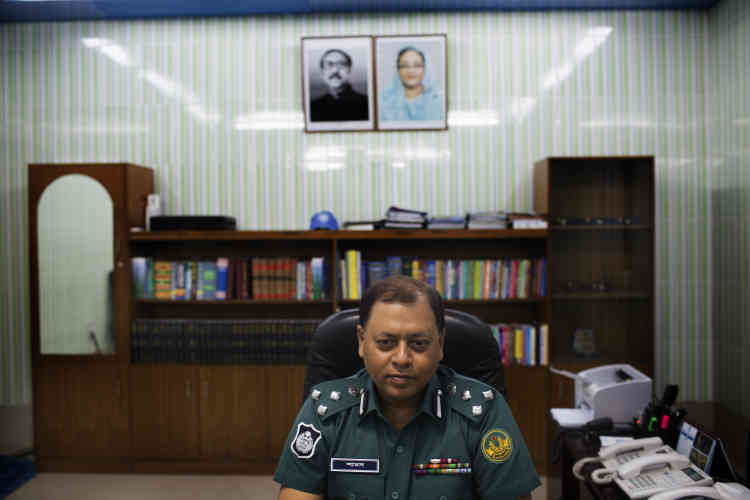 Pour le commissaire de Rajshahi, Mohammad Shamsuddin, les djihadistes « sont difficiles à identifier, ils changent d'apparence et utilisent des applications sophistiquées pour communiquer ».