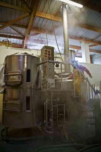 La brasserie Tri Martolod a démarré avec quatre salariés et en compte désormais dix-huit sur ses deux sites, dont seize sont associés.