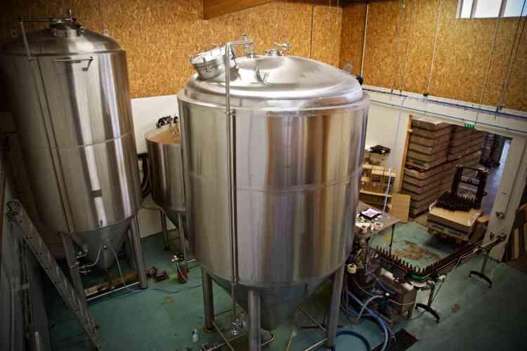 Spécialisée dans la distribution en fûts, la brasserie produit une bière de basse fermentation, ni filtrée ni pasteurisée.