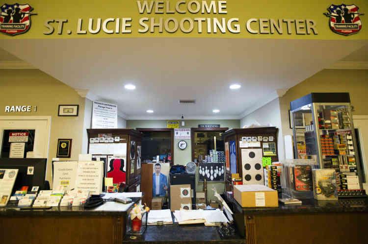 «Bienvenue au centre de tir de Sainte-Lucie». La salle d'accueil et son choix de munitions.Omar Mateenvenait s'entraîner régulièrement dans cettepetite localité accolée à Fort Pierce.