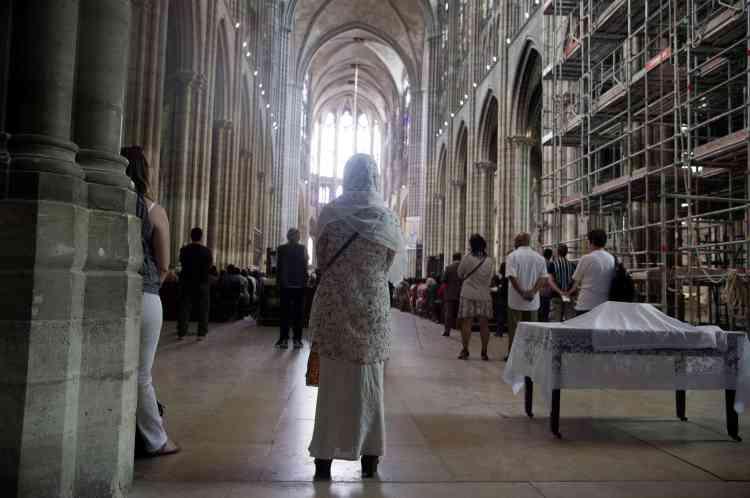 Des messes en présence de fidèles musulmans ont eu lieu dans plusieurs églises et cathédrales, comme ici à Saint-Denis.