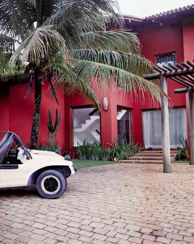 Une villa moderne construite pour les touristes fortunées.
