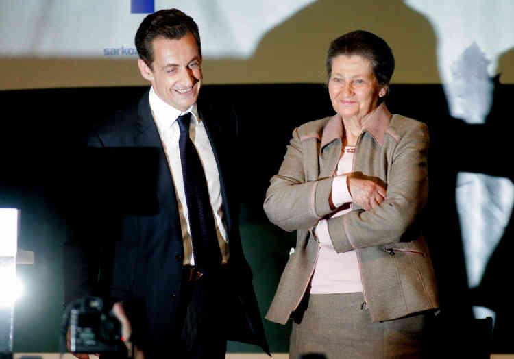 Simone Veil apporte son soutient au candidat à la présidentielle, Nicolas Sarkozy, le 6 avril 2007.
