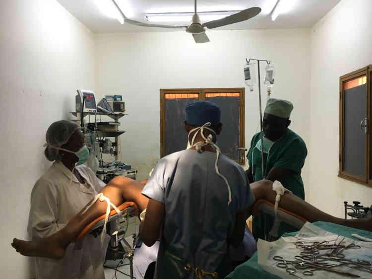 J-3. «Vient le bilan pré-opératoire, visite chez l'anesthésiste et, quand tout est correct, on programme l'opération.»