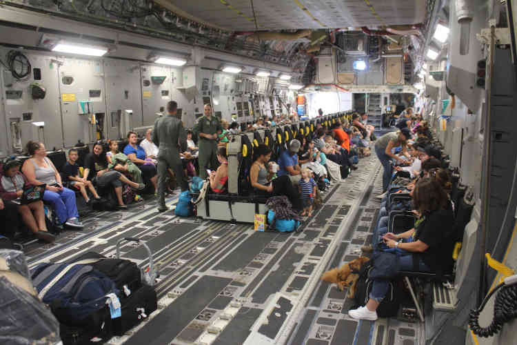 L'armée américaine a procédé à l'évacuation lundi des personnels non essentiels, et leurs familles, de la base militaire et de la prison de Guantanamo, à Cuba.
