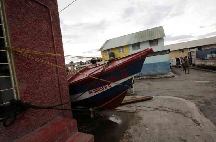 L'ouragan Matthew a aussi frappé l'île de la Jamaïque qui avait été placée en état d'alerte. Dans la capitale, Kingston, les habitants avaient tenté de s'y préparer.
