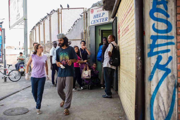 Le centre Caritas de Catania où les sans-abri et les migrants récemment arrivés se retrouvent pour recevoir deux repas par jour.