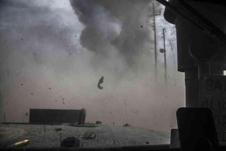 Dans Bazwaya, une voiture piégée conduite par un jeune homme à qui les ordres étaient donnés par talkie-walkie –et écoutés par les hommes d'ISOF 1– explose devant la colonne, le31octobre.