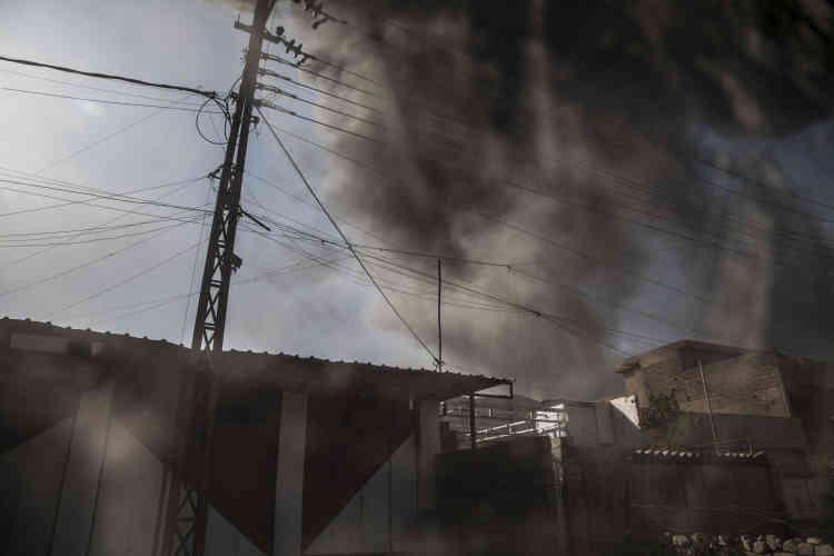 Une explosion à l'entrée du quartier de Saddam, dans l'est de Mossoul, le 4 novembre.