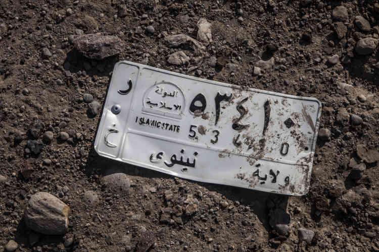 Une plaque d'immatriculation d'une voiture utilisée par l'EI.