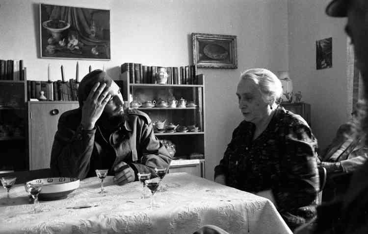 Lors de son premier séjour en URSS, Castro rencontre une grande figure du communisme, Dolores Ibarruri, dite La Pasionaria, héroïne de la guerre civile espagnole. Exilée à Moscou depuis 1939, l'auteur du célèbre slogan antifasciste « ¡No pasarán! » (« Ils ne passeront pas ! ») est présidente du Parti communiste espagnol (PCE) depuis 1960.