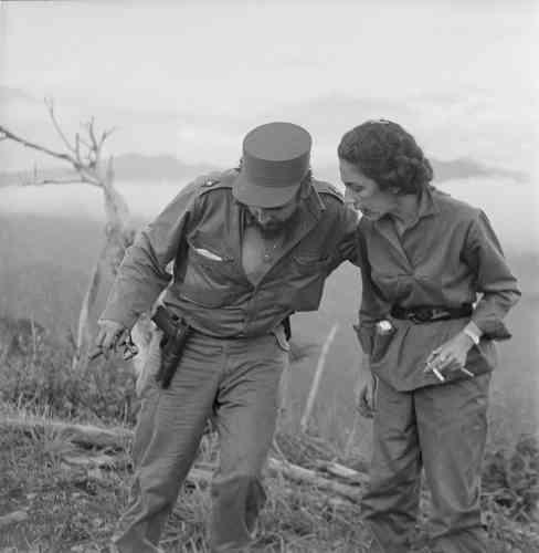 Active dès 1953 dans la lutte contre Batista, notamment dans la Sierra Maestra, Celia Sanchez est un personnage clé de la révolution cubaine, dont elle est la figure féminine emblématique. Très proche de Fidel Castro, elle est sa confidente et l'un de ses conseillers politiques les plus écoutés de 1959 à sa mort, en 1980.
