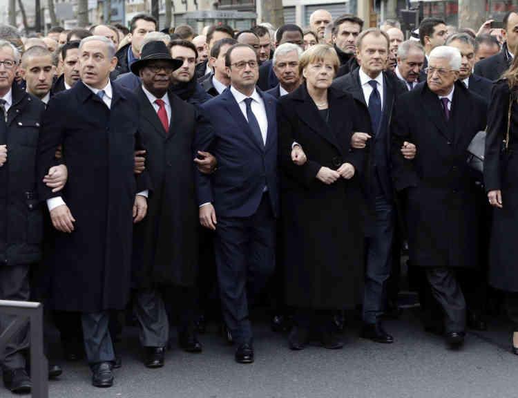Le 11 janvier 2015. Le premier ministre israélien, Benyamin Nétanyahou, le président du Mali, Ibrahim Boubacar Keïta, la chancelière allemande, Angela Merkel, le président du Conseil européen, Donald Tusk, et le président palestinien, Mahmoud Abbas, autour de François Hollande lors de la marche de solidarité dans les rues de Paris, quatre jours après l'atttentat à «Charlie Hebdo».