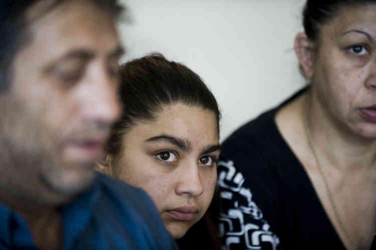 Le 23 mai 2014. Leonarda Dibrani, collégienne rom expulsée de France enoctobre2013 avec sa famille, à Mitrovica (Kosovo). Agée de 15ans, cette élève de troisièmeaucollègeAndré-Malraux dePontarlier avait été interpellée alors qu'elle participait à une sortie scolaire. La famille faisait l'objet d'une obligation de quitter le territoire après avoir été déboutée de ses demandes d'asile.