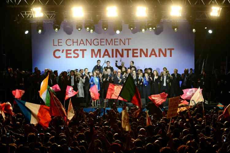 Le 7 mai 2012. François Hollande (au centre), place de la Bastille, après l'annonce des premiers résultats officiels du second tour de l'élection présidentielle.