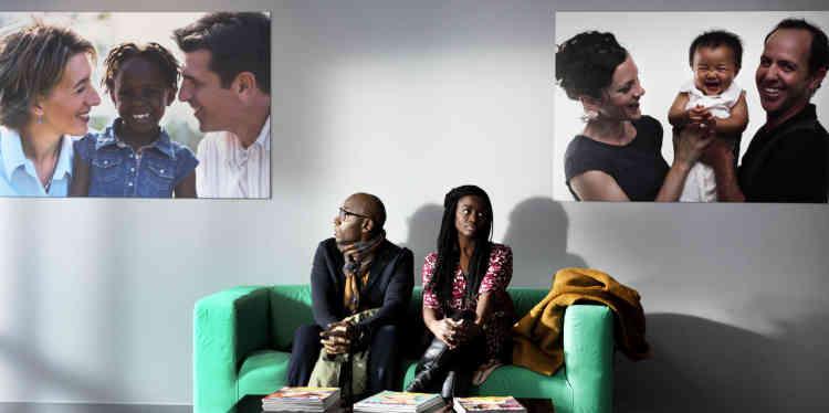 Les journalistes de la rubrique cinéma du« Monde» n'ont pas pu voir, avant sa sortie en salles, cette comédiefrançaise de Lucien Jean-Baptiste sur un couple noir qui adopte un bébé blanc.