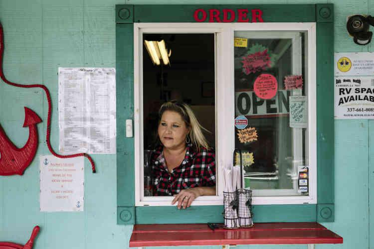 Tressie Smith, 44ans, propriétaire du Anchors up Grill, un restaurant familial, situé au centre-ville. Elle a voté pour Donald Trump lors de la dernière élection présidentielle –la seule à laquelle elle ait jamais participé. Lorsqu'on lui demande pourquoi, elle répond: «L'économie est si mauvaise ici, et tout les gens que je connais m'ont dit que c'était la chose à faire.»