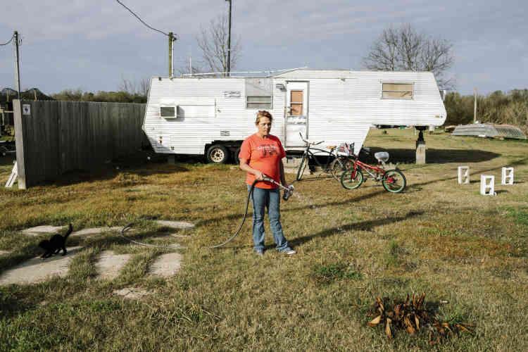 Stacy Clement, 50ans, devant sa caravane.