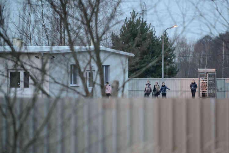 Les employées de Fructofresh viennent pour la plupart d'Ukraine... Et de Corée du Nord. Une cinquantaine de Nord-Coréennes ont rejoint Czarnowice au début de 2015, recrutées par des sociétés sous-traitantes. Elles sont en permanence sous la surveillance de caméras et d'une «ange-gardienne» nord-coréenne
