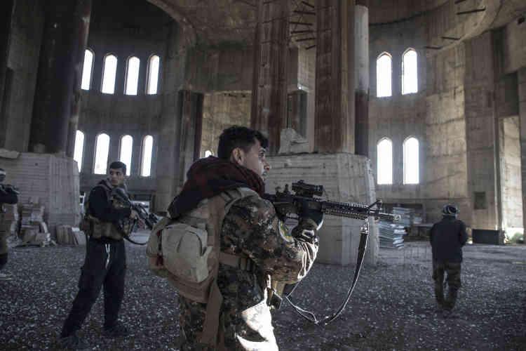 Offensive des forces spéciales pour la reprise de la grande mosquée, à Mohandessine.