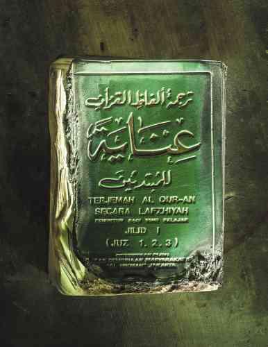 Un Coran partiellement brûlé lors de l'éruption du Merapi en 2010.