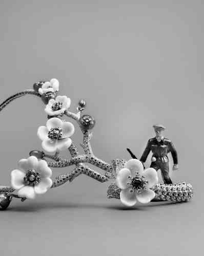 Collier collection Cerisier Précieux en or blanc et rose, diamants, corail, calcédoine et rubis, Van Cleef &Arpels.