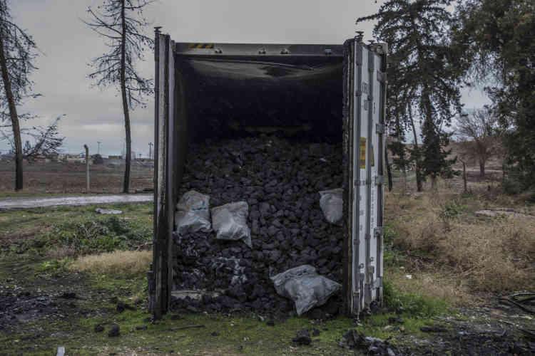 Un container de carbone à proximité du laboratoire.