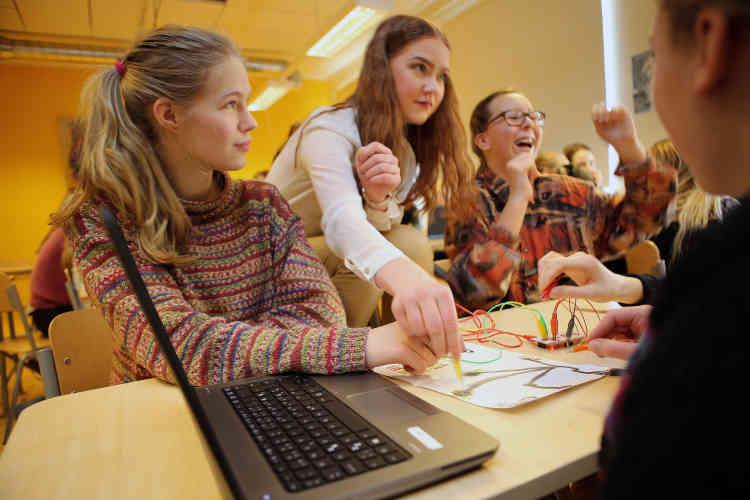 « L'objectif est que les élèves deviennent rapidement autonomes dans l'usage des nouvelles technologies », explique Birgy Lorenz, responsable du développement informatique de l'établissement. « Ils acquièrent ainsi une logique et des réflexes qui leur seront utiles tout au long de leur vie professionnelle et personnelle ».