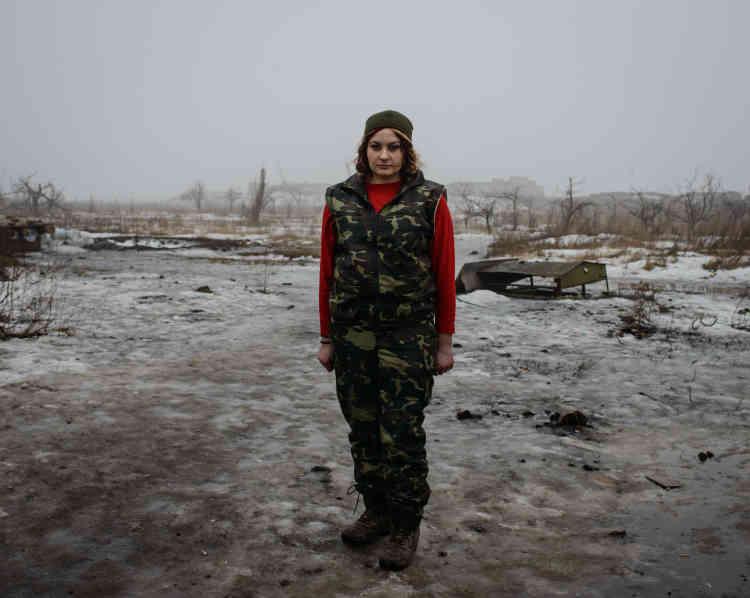 Oksana, 27ans, s'est engagée dans l'armée. Elle est cuisinière pour le 72erégiment.