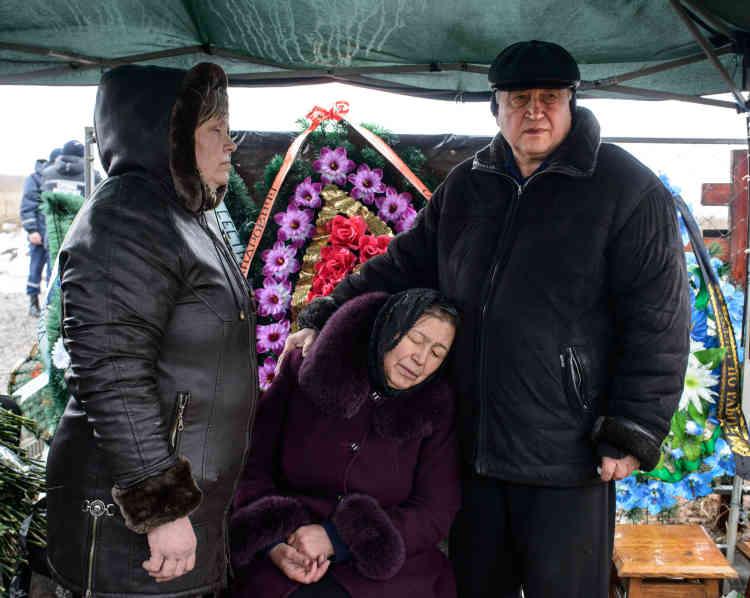 Lors de l'enterrement, le 23 février, du fonctionnaire du ministère des affaires d'urgences, Dimitri Tritiekin.