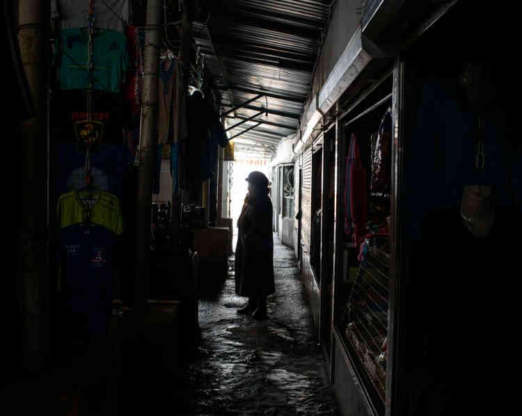 Le marché de la ville pendant une coupure de courant.