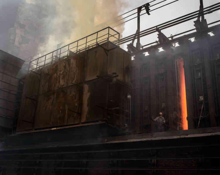 L'usine de coke,uncombustibleobtenu parpyrolysede lahouilledans unfour.