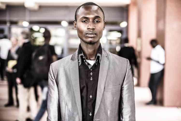 Saliou Gueye est doctorant en droit à l'université Cheick Anta Diop de Dakar. Il s'est spécialisé en droit de l'environnement et souhaite faire une carrière politique pour être en mesure de faire bouger son pays sur les énergies renouvelables.