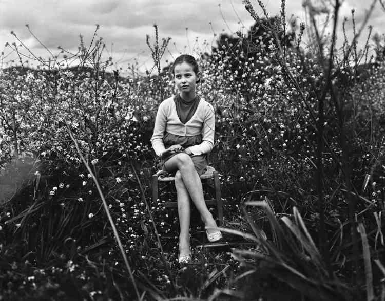 «Une jeune fille corse, dans un village caché dans la montagne où la tradition pèse sur le quotidien mais, dans le même temps, préserve la communauté.»