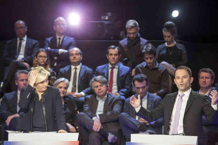 En fin de débat, Benoît Hamon a pris la défensedes fonctionnaires.