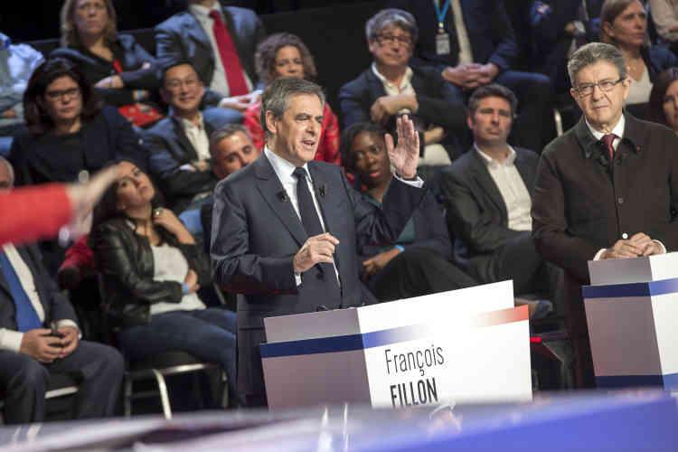 François Fillon : « Avec 6 millions de chômeurs et 2 200 milliards de dettes, la situation est explosive. »