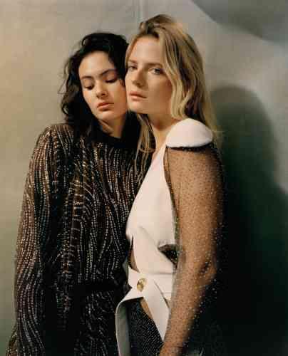 Robe en jersey de soie brodé de paillettes et robe en voile de soie et coton brodé de petits pois métallisés, Louis Vuitton.