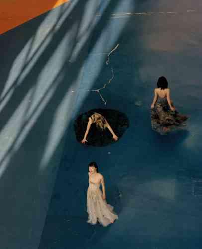 De bas en haut, robe en tulle brodé, le Soleil, Dior. Robe à pans brodés en organdi de coton et débardeur en maille doublée soie, Hermès. Robe en tulle de soie brodé, Valentino.