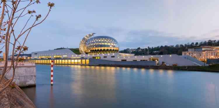 Trois ans et demi de travaux, pour un coût de 170millions d'euros, financés aux deux tiers par le département des Hauts-de-Seine et un tiers par des fonds privés (Bouygues Bâtiment Île-de-France, Sodexo, OFI InfraVia, TF1), ont permis d'édifier ce nouveau pôle culturel.