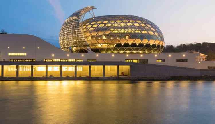 La Seine musicale, qui a pour vocation d'accueillir tous les types de musique, est un équipement public d'une superficie de 36500mètres carrés.