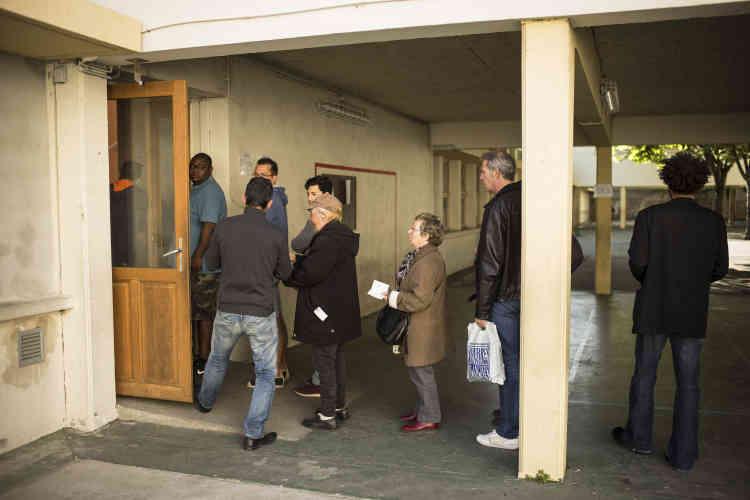 Dans le centre de Toulouse au bureau de vote de l'école Bayard.