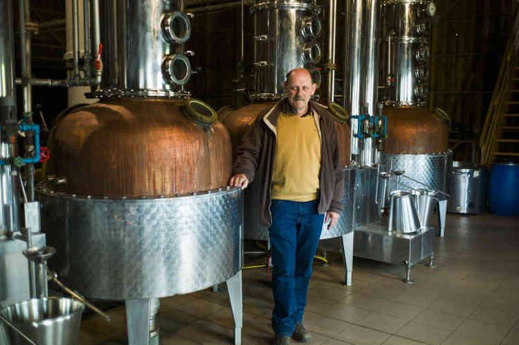 Willy Hagmeyer, agriculteur de 62ans, dont la distillerie artisanale est installée à Balbronn depuis cinquante ans:«Les terres sont meilleures à Traenheim qu'à Balbronn, donc les rendements sont plus importants.»