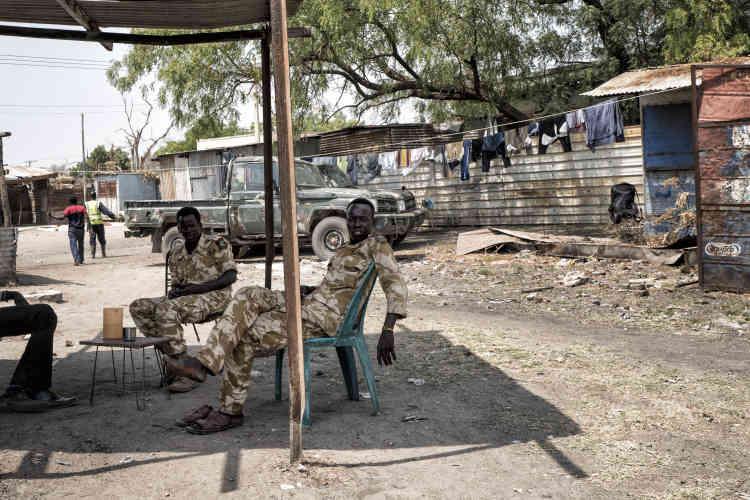 Soldats de l'armée sud-soudanaise à Malakal.