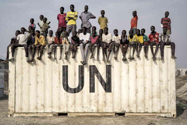 Lors d'un match de football dans le camp de protection des civils de la Mission des Nations unies au Soudan du Sud, la Minuss, près de Malakal.